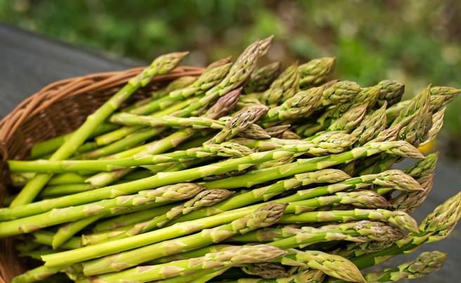 Gnocchi con asparagi e pomodorini: prevenire a tavola!