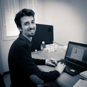 Un ricercatore della Fondazione CMT al lavoro in uno dei nostri laboratori.